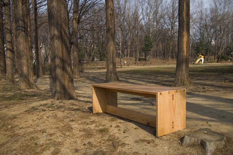 HELTH BENCH: Woodstudio MAUM의  피트니스 룸