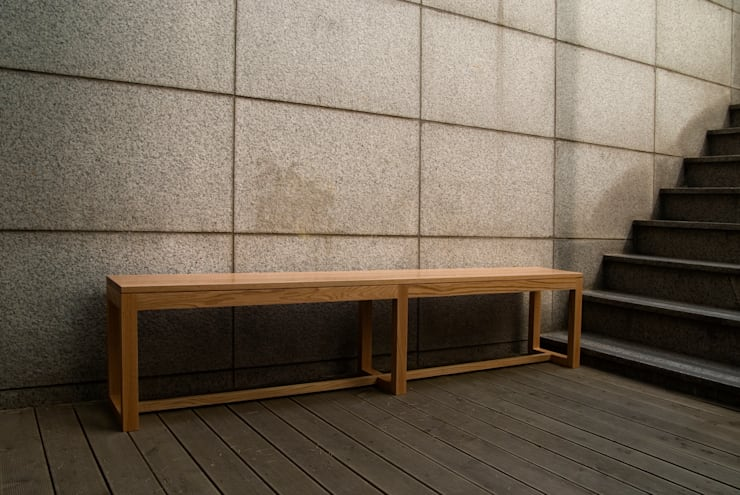 LONG BENCH: Woodstudio MAUM의  복도, 현관 & 계단