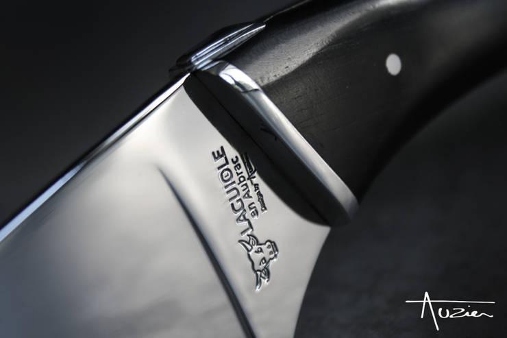 Couteau à fromage design: Cuisine de style  par Auzier design studio