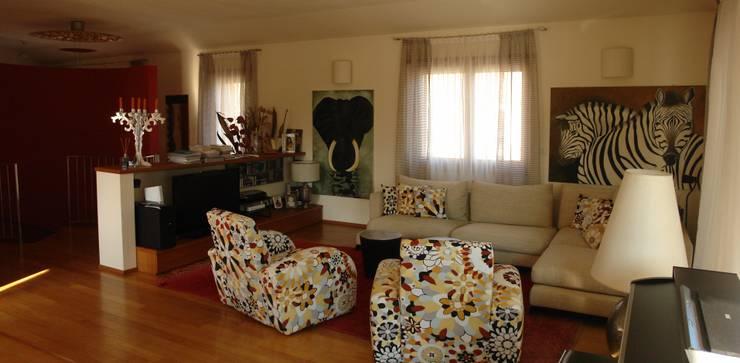 Casa privata MM: Soggiorno in stile in stile Moderno di Studio di Architettura Manuela Zecca