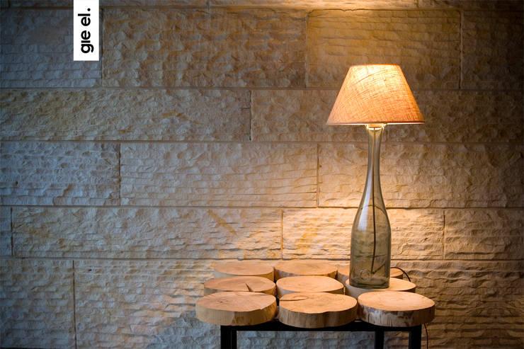 glass lamp: styl , w kategorii Salon zaprojektowany przez Gie El Home