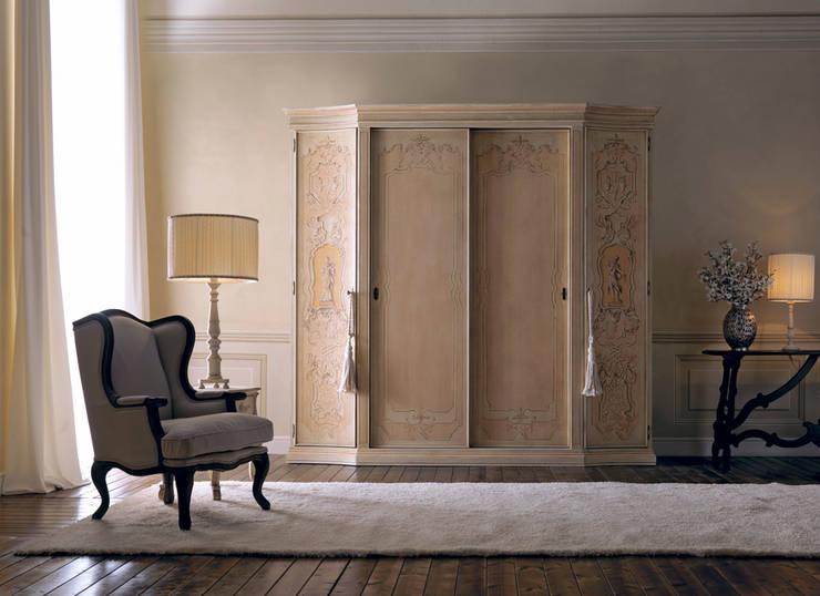 armadiatura : Camera da letto in stile  di Borgo Pitti