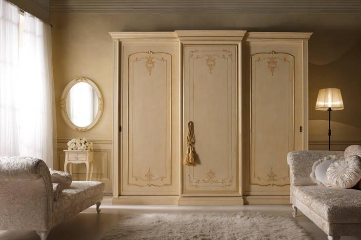 armadiatura: Camera da letto in stile  di Borgo Pitti