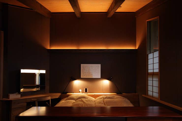 月見草の家: Schri Kakinumaが手掛けた寝室です。