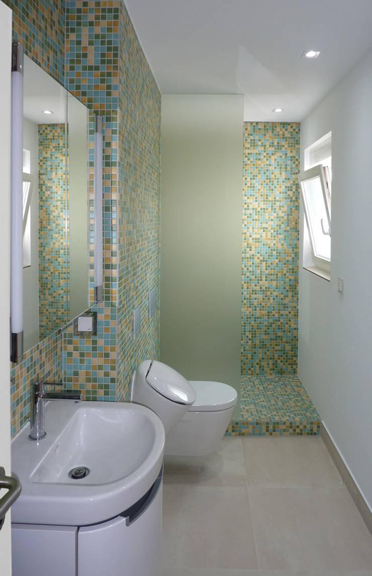 Badsanierung:  Badezimmer von Julia Schlotter Design,