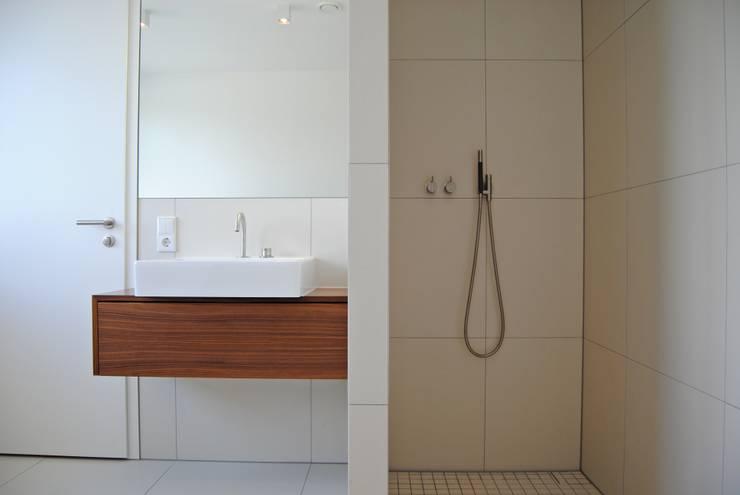 Einfamilienhaus in Osthofen:   von Julia Schlotter Design