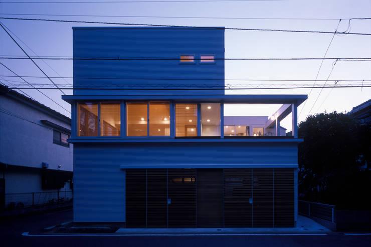 窓の家: g.i.l. architectが手掛けたです。