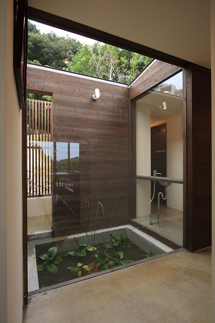水盤(蓮池): InOUT architects/インアウトアーキテクツが手掛けた商業空間です。,ミニマル