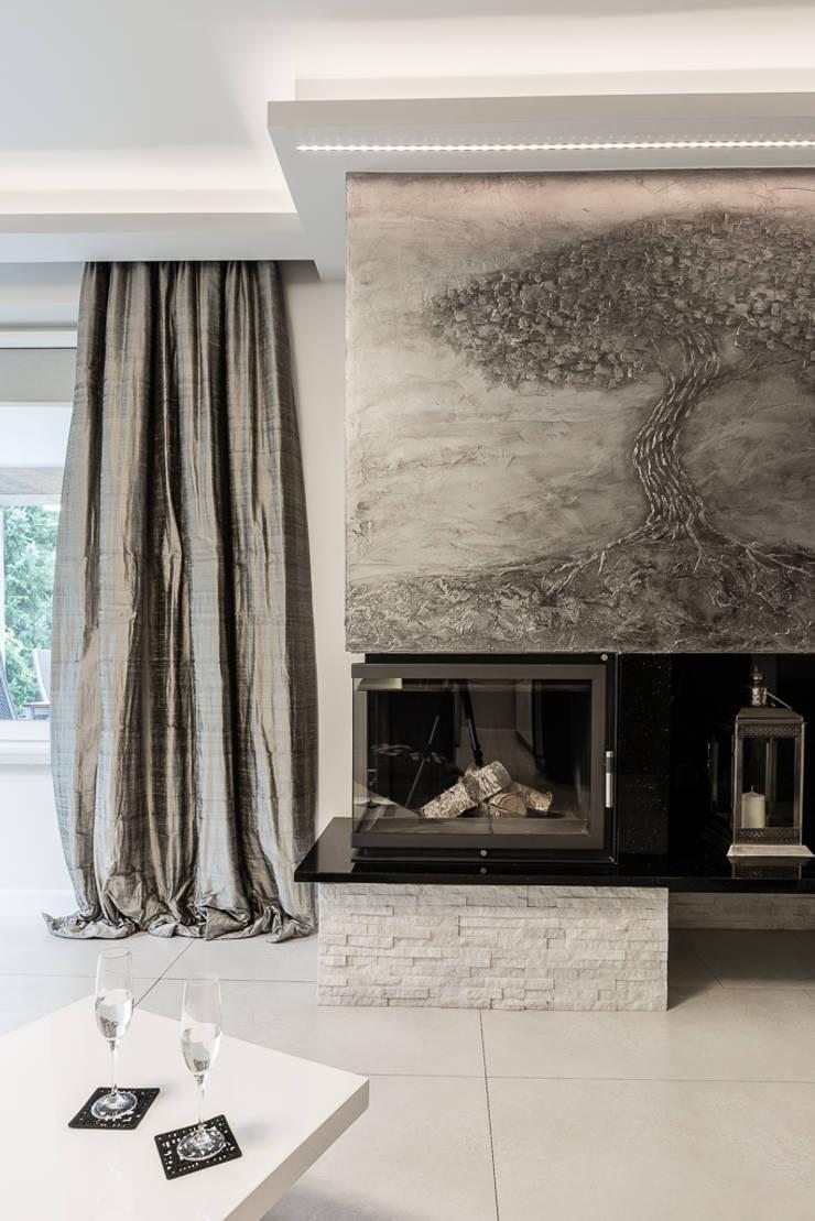 Kominek: styl , w kategorii Salon zaprojektowany przez Agnieszka Makowska