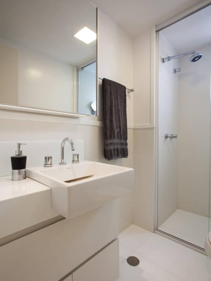 Banheiro 02: Sala de estar  por Andréa Gonzaga