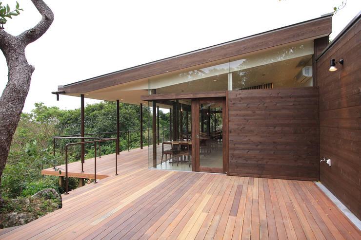 カフェ外観2: InOUT architects/インアウトアーキテクツが手掛けた商業空間です。,ミニマル