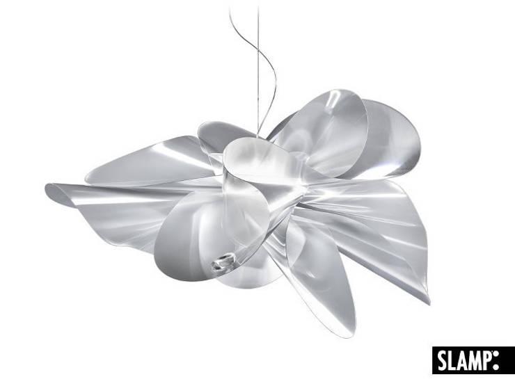 Etoile - Slamp: Maison de style  par Astéri