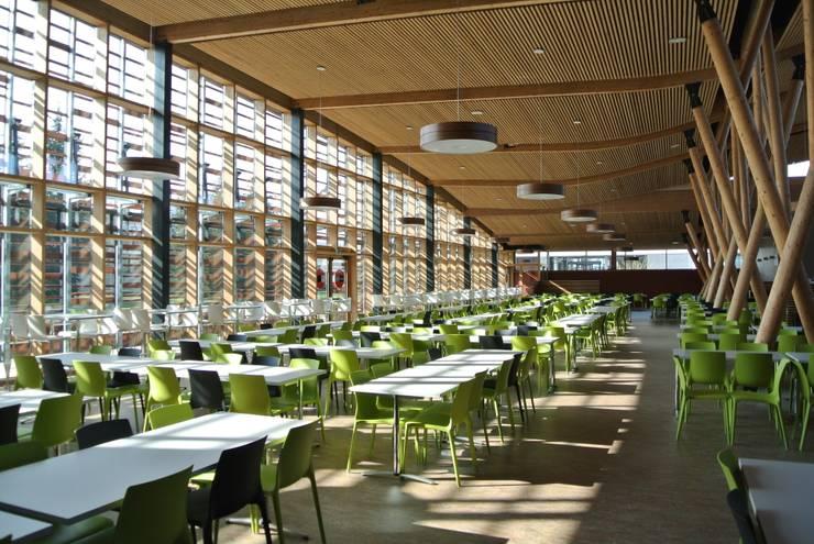 RESTAURANT UNIVERSITAIRE: Cuisine de style  par KL Architectes