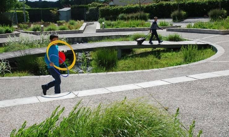 le jardin creux:  de style  par Atelier du sablier