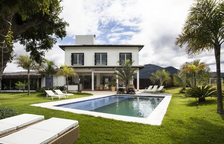 Casas de campo de estilo  por Andréa Gonzaga