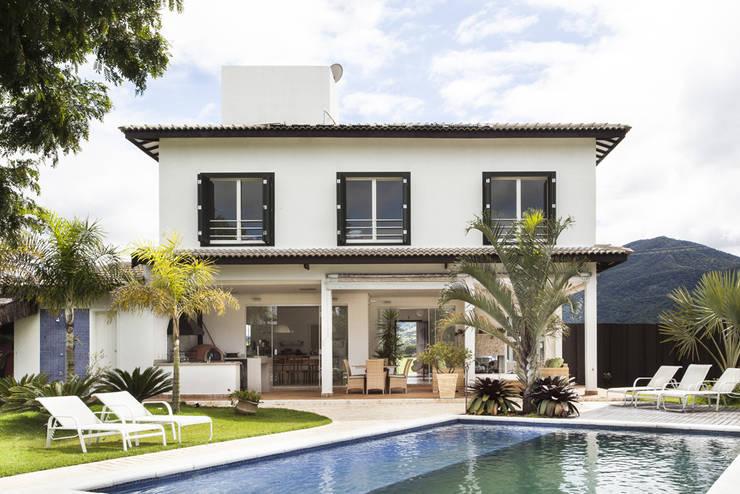 Casa Joanópolis: Casas do campo e fazendas  por Andréa Gonzaga