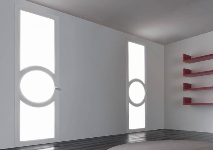 Levia: Finestre & Porte in stile  di Res
