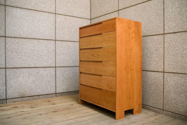 CHERRY DRAWER: Woodstudio MAUM의  드레싱 룸