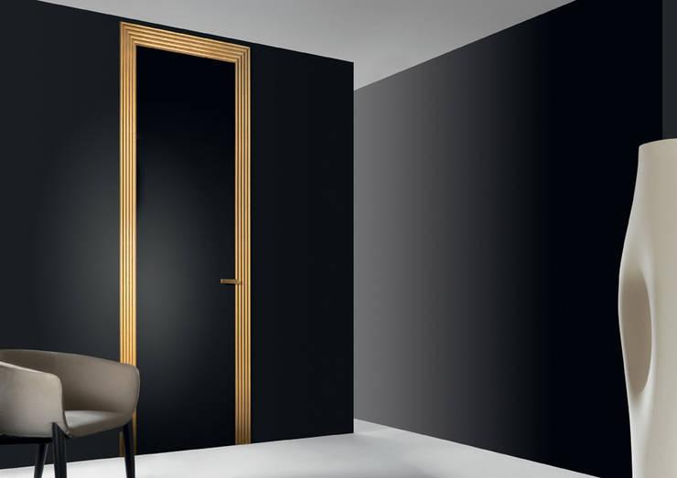 Miss: Finestre & Porte in stile  di Res