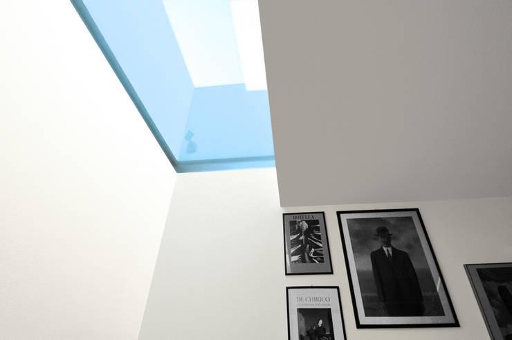 Baños de estilo moderno por tissellistudioarchitetti