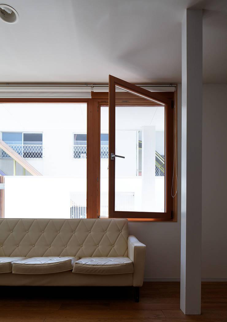 宇佐の家: 俵・小畠建築設計事務所  / Tawara・Obatake Architect & Associatesが手掛けたリビングです。