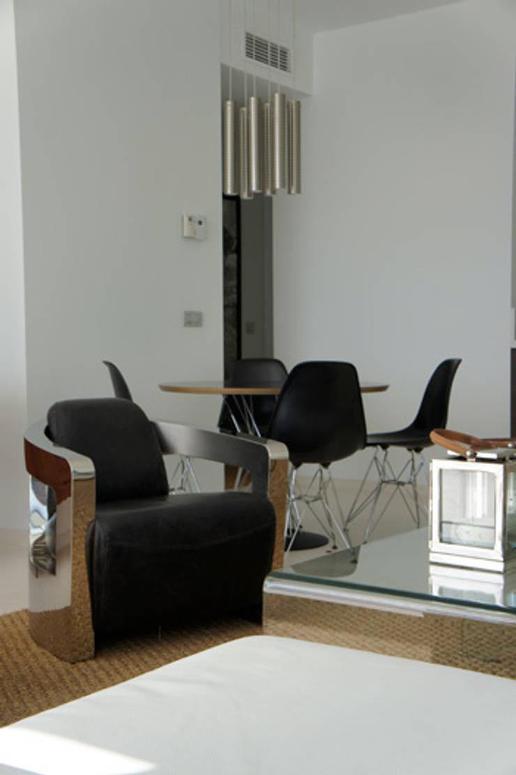 Apartamento Ibiza: Comedores de estilo  de Isa de Luca