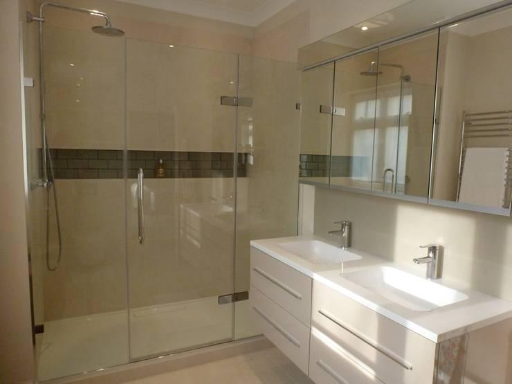 Bathgate Bathroom:  Bathroom by Rachel Angel Design