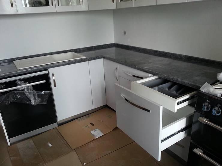 現代廚房設計點子、靈感&圖片 根據 İÇ MİMAR EGEMEN 現代風