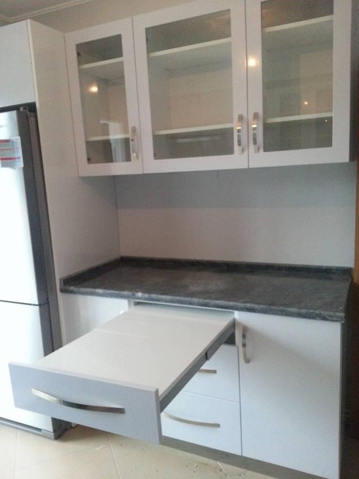 Modern Kitchen by İÇ MİMAR EGEMEN Modern