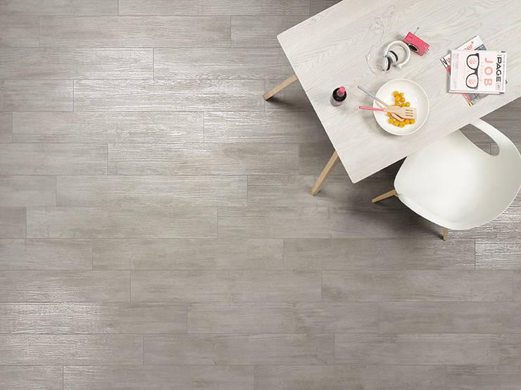 Pareti & Pavimenti in stile  di Steuler-Fliesen GmbH
