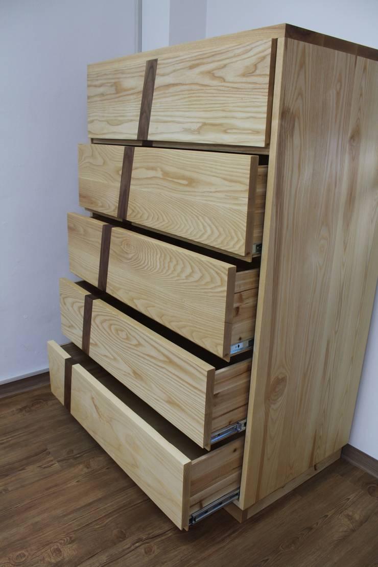 5단 서랍장: woodpage3의  드레싱 룸