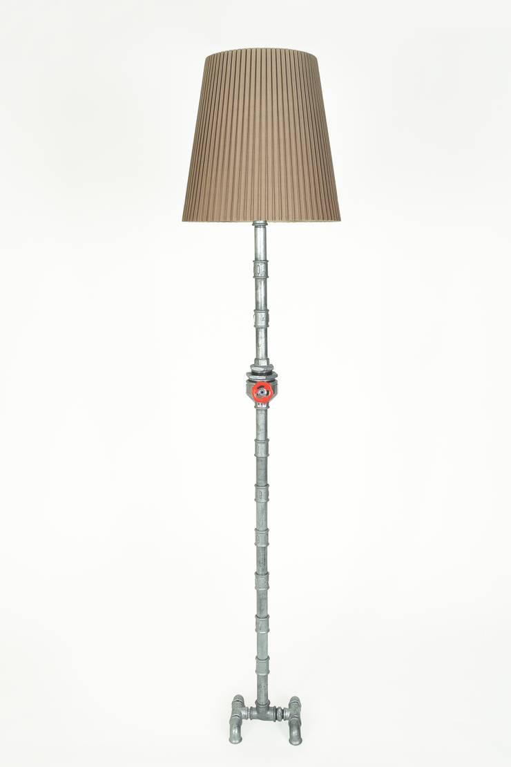 MFL04: Salones de estilo  de Mckorr Lamps