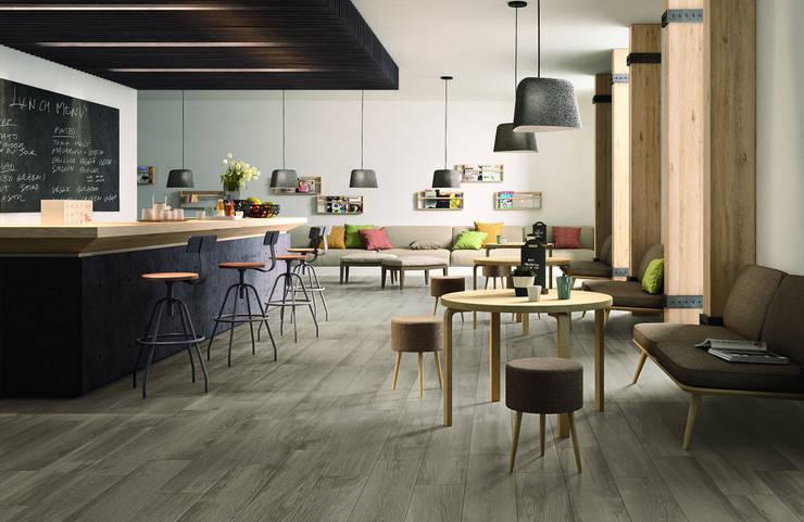 Woodplace: Pareti & Pavimenti in stile  di Ragno,