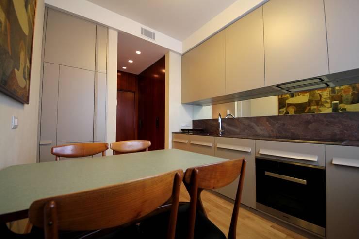 Cucina: Cucina in stile  di Falegnameria Ferrari