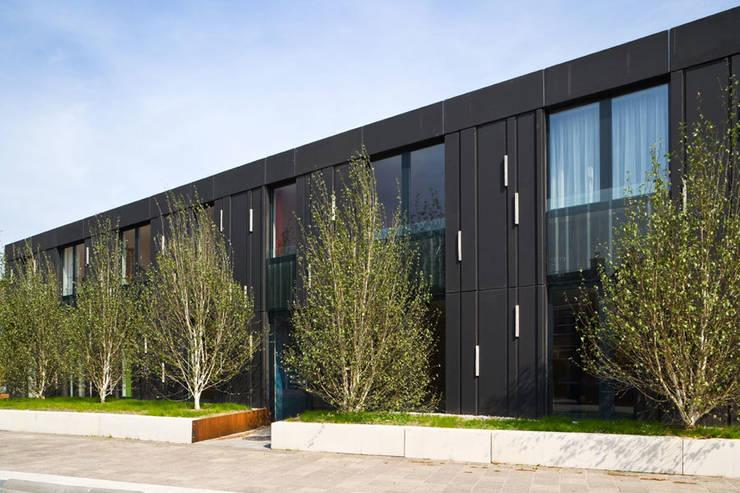 Protected housing Moderne huizen van Möhn + Bouman architects Modern
