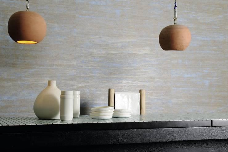 Eldorado: Pareti & Pavimenti in stile in stile Scandinavo di Élitis