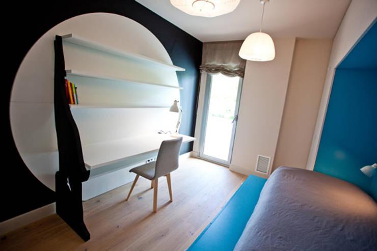 Dormitorio infantil: Casas de estilo  de Romina Gris