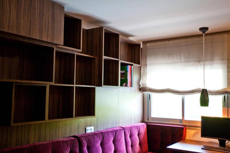 Despacho: Casas de estilo  de Romina Gris