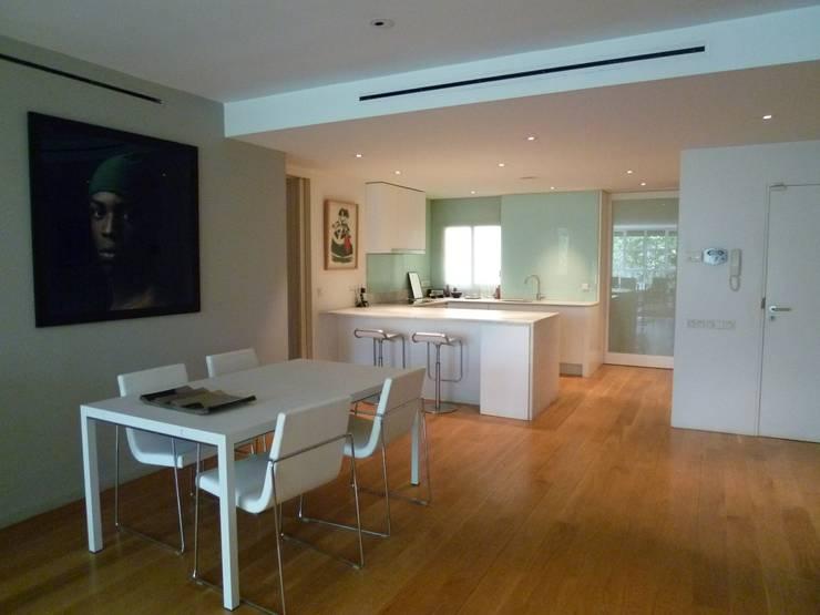 Cocinas de estilo moderno por Maroto e Ibañez Arquitectos
