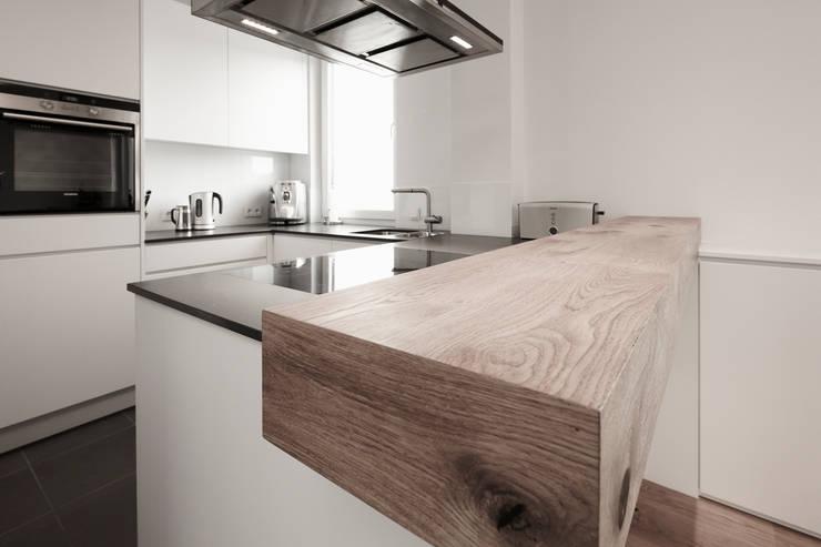 Penthouse Wohnung mitten in Köln:  Wohnzimmer von HOME Schlafen & Wohnen GmbH