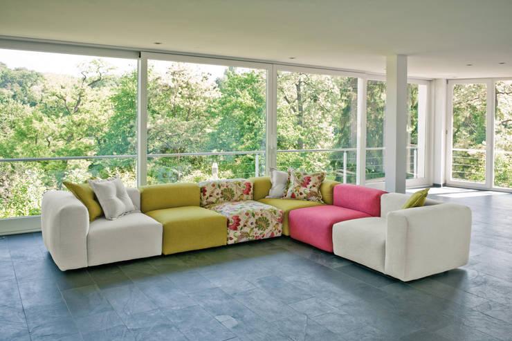 غرفة المعيشة تنفيذ HOME Schlafen & Wohnen GmbH
