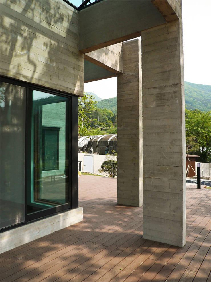 House of San-jo: studio_GAON의  주택,