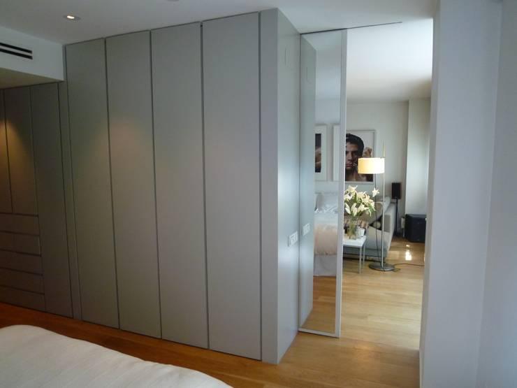 Salas de estilo moderno por Maroto e Ibañez Arquitectos