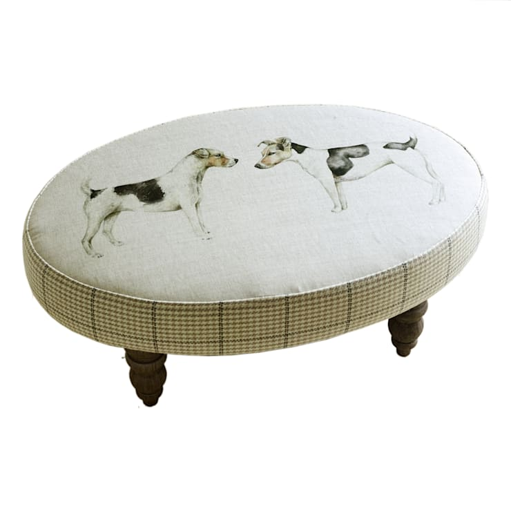 Eddie and Teddie Footstool: classic Living room by Adventino