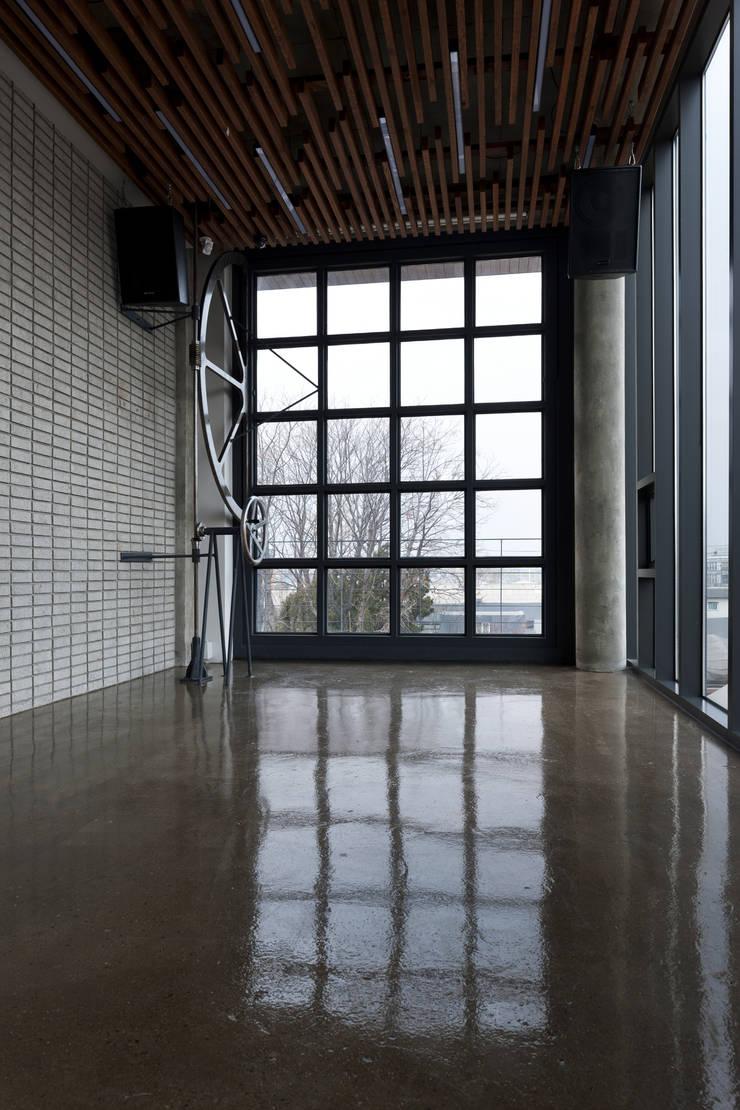 Sinjinmal Building: studio_GAON의  주택,
