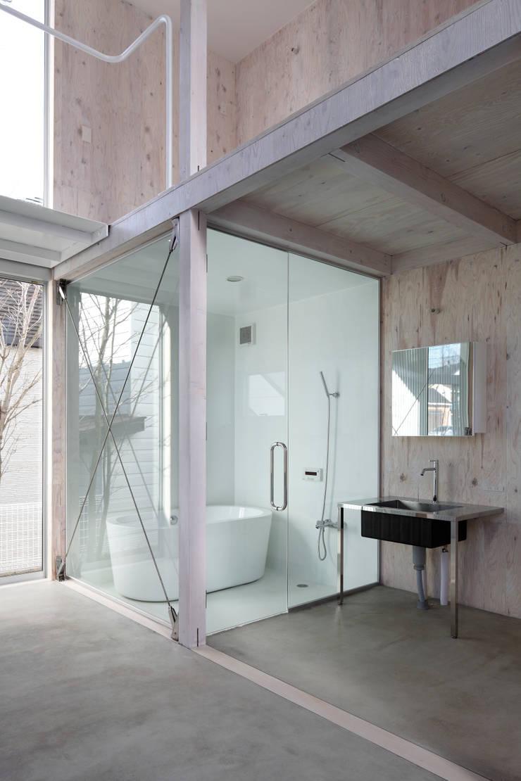 House in Kashiwa, Unfinished house: 山﨑健太郎デザインワークショップが手掛けた浴室です。