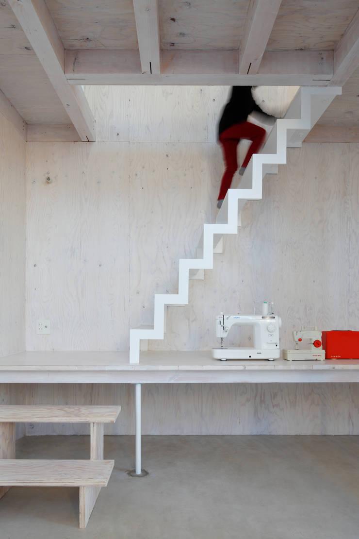 House in Kashiwa, Unfinished house: 山﨑健太郎デザインワークショップが手掛けた廊下 & 玄関です。