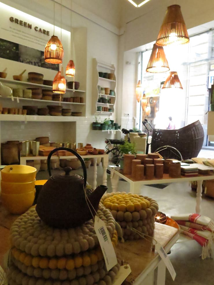 home on earth shop – Calle Boqueria, 14 en Barcelona: Espacios comerciales de estilo  de home on earth