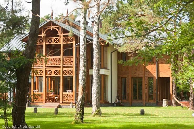 Domy : styl , w kategorii Domy zaprojektowany przez Pracownia Architektoniczna Marka Przepiórki