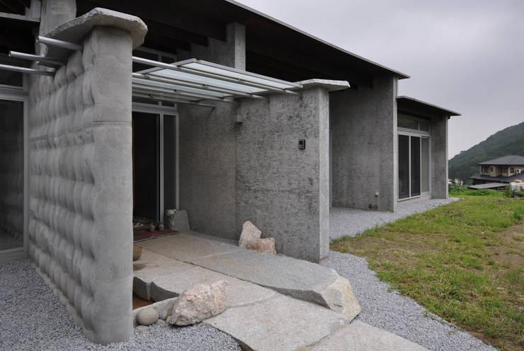 石の家: (株)海建築家工房 Umi Architectural Atelierが手掛けた家です。